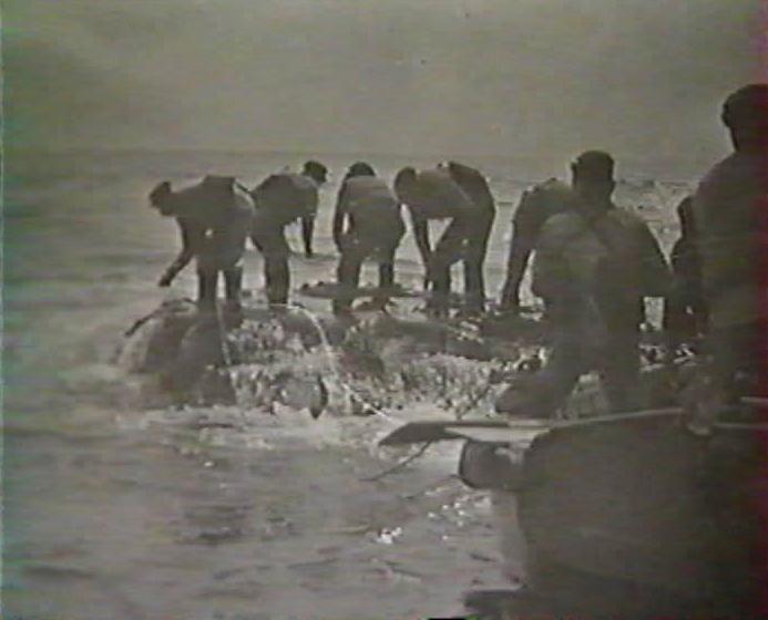 Ar-Men.  Travaillez sur le rocher au gré des vagues.