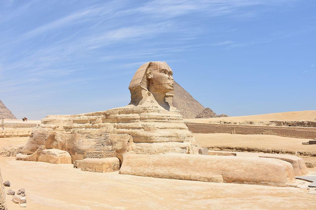 La Gran Esfinge acostada en Giza.