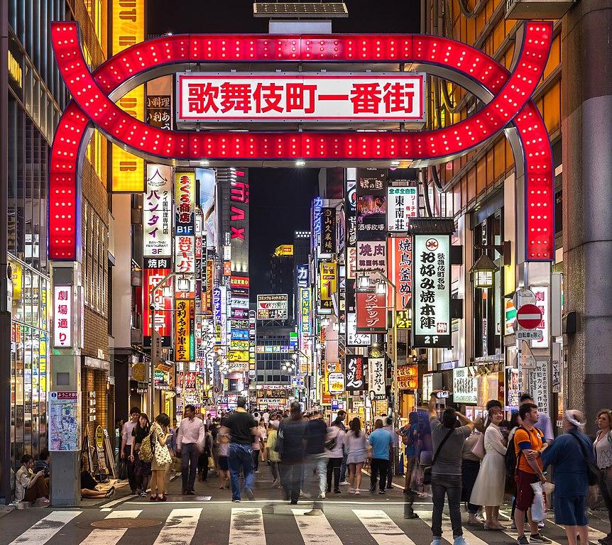 Japón, Tokyo. Entrada al barrio de Kabuki. Neones a gogó.